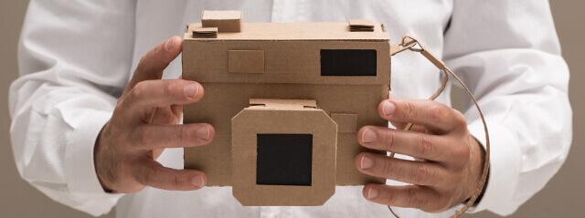 aparat fotograficzny wykonany z kartonu